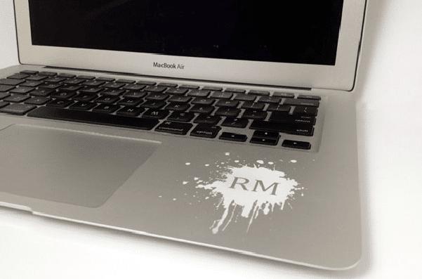 macbook-und-andere-elektronische-geraete-gravieren-lassen-berlin-falke